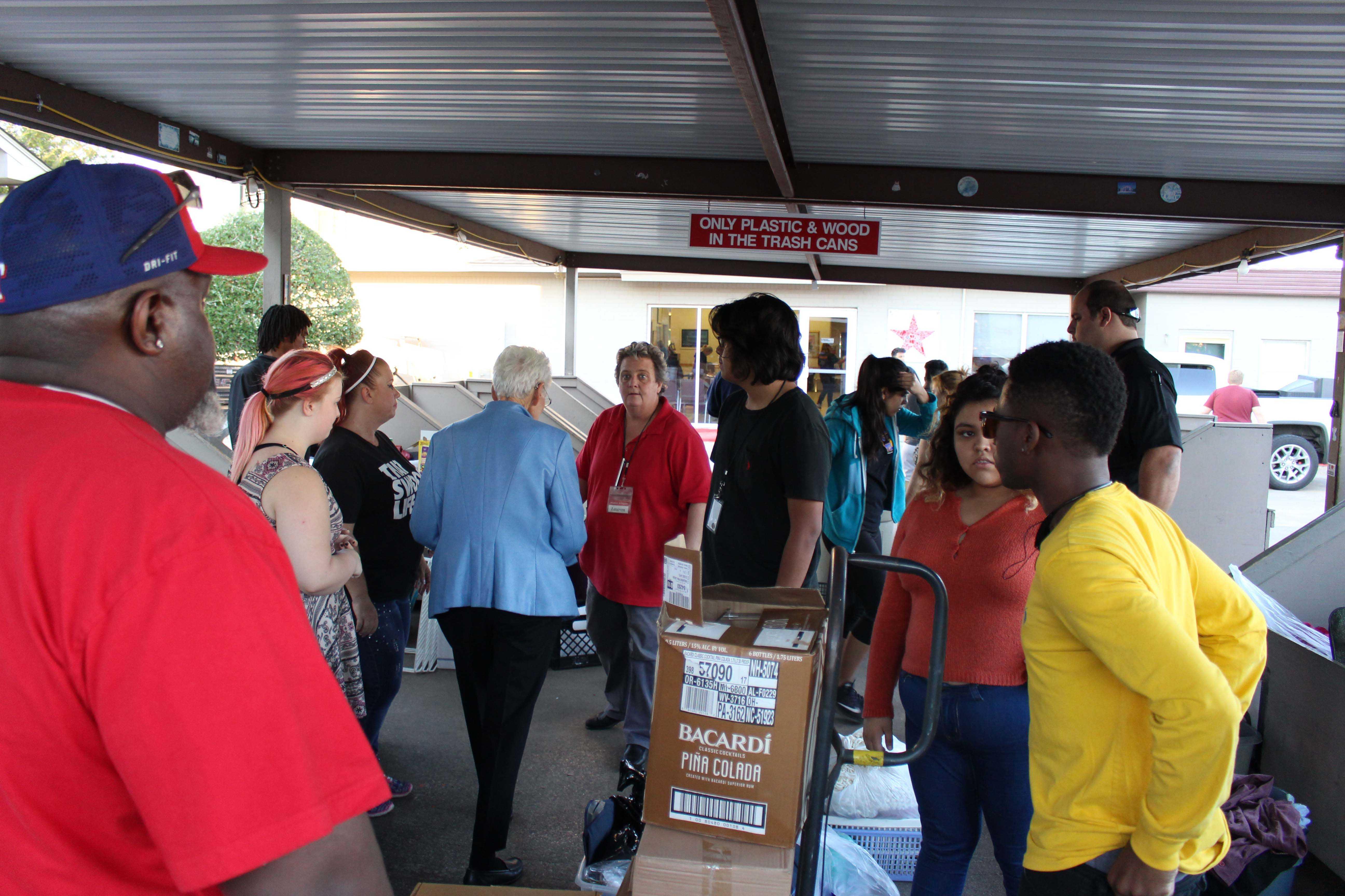 Photo club members unload supplies outside Mission Arlington. Photo by senior Youan-Esai Miranda.